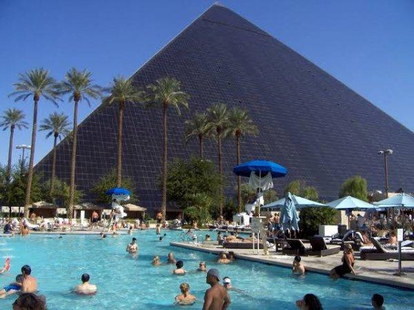 Le Luxor est un hôtel-casino 5 étoiles de Las Vegas. Il a ouvert ses portes le 15 octobre 1993. Il est situé entre l'Excalibur (casino) et le Mandalay Bay, dans la partie sud du Strip.