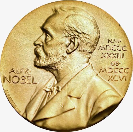 Le prix Nobel (en suédois Nobelpriset) est une récompense de portée internationale. Remis pour la première fois en 1901, les prix sont décernés chaque année à des personnes « ayant apporté le plus grand bénéfice à l'humanité », par leurs inventions, découvertes et améliorations dans différents domaines de la connaissance, par l'½uvre littéraire la plus impressionnante, ou par leur travail en faveur de la paix, suivant ainsi les derniers v½ux d'Alfred Nobel, inventeur de la dynamite.