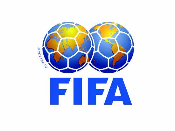 FIFA Football (également connu sous le nom FIFA Soccer ou simplement FIFA) est le nom générique d'une série de jeux vidéo de football édité à l'origine par Electronic Arts en 1993 et développé par la suite sous la forme d'une franchise.