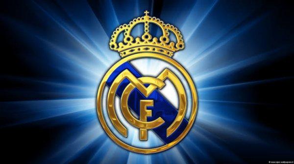 Le Real Madrid Club de Fútbol, plus connu sous le nom de Real Madrid (souvent réduit à Real ou, en Espagne, El Madrid) est un club professionnel espagnol de football, basé à Madrid. Vainqueur de très nombreux titres nationaux et internationaux, il a reçu de la Fédération internationale de football association (FIFA) le titre honorifique de plus grand club du XXe siècle.