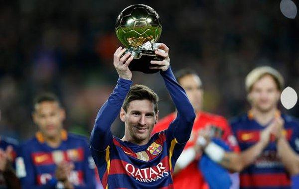 Après sa saison avec Barcelone, Messi rejoint sa sélection pour préparer la Coupe du monde au Brésil. Le 11 septembre 2013, il a été l'auteur d'un doublé face au Paraguay qui a qualifié son pays. Diminué physiquement et usé par les critiques dont il est la cible, la formation de Messi, capitaine, débute le tournoi dans la peau de l'outsider. Il inscrit quatre buts lors du premier tour, face à la Bosnie-Herzégovine, l'Iran et le Nigeria. Fort des dix-sept dribbles réussis, il est élu trois fois homme du match, une première. En huitième de finale contre la Suisse, Messi offre le but de la victoire à Ángel Di María et est élu homme du match pour la quatrième fois consécutive. Il est aussi à l'origine du but de Gonzalo Higuaín qui élimine la Belgique en quart de finale. En demi-finale face aux Pays-Bas, il ne parvient pas à se montrer dangereux, tout comme ses coéquipiers. Les deux équipes se départagent aux tirs au but après un nul vierge. Messi inscrit le sien, et les Argentins l'emportent 4-2.