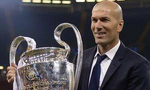 Zinédine Yazid Zidane, né le 23 juin 1972 à Marseille, est un footballeur international français devenu entraîneur. Durant sa carrière de joueur, entre 1988 et 2006, il évolue au poste de milieu offensif, comme meneur de jeu. Depuis 2016, il est entraîneur du Real Madrid, où il a terminé sa carrière de joueur.
