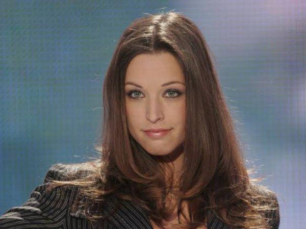 Natasha St-Pier, de son vrai nom Natasha Saint-Pierre, est une chanteuse et animatrice canadienne d'origine acadienne et italienne, née le 10 février 1981 à Bathurst, au Nouveau-Brunswick (Canada).
