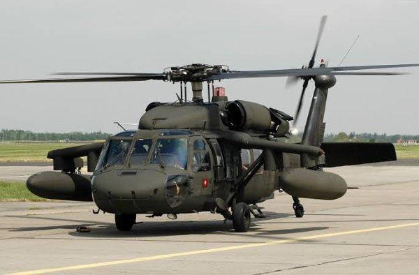 Contrairement à la tradition des hélicoptères utilisés par les unités de cavalerie aéroportée de l'US Army, le surnom officiel de l'UH-60, Black Hawk, n'est pas le nom d'une tribu indienne américaine mais celui d'un chef de la tribu des Sauk et Fox nommé Black Hawk.