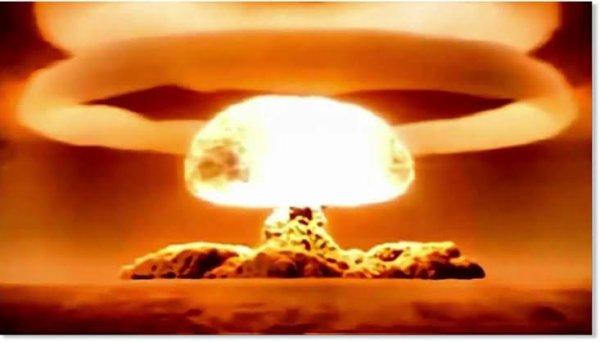 Depuis 1945, année où la première bombe explosa au Nouveau-Mexique aux États-Unis, plusieurs pays ont tenté de maîtriser la conception d'une telle arme . Ils sont classés ci-dessous en fonction du nombre de têtes nucléaires dont ils disposent.