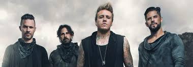 Papa Roach est un groupe de metal alternatif américain, originaire de Californie, formé en 1993 par Jacoby Shaddix, Dave Buckner, Will James et Ben Luther dans la petite ville nord-américaine de Vacaville. En 2000, ils auraient vendu plus de 10 millions d'albums selon Universal Music Group