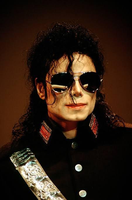 on va rire un peu sur les français.les français disent que le chanteur de palmas est plus riche et plus célèbre que Michael Jackson.ils disent que de palmas chante mieux que Michael Jackson