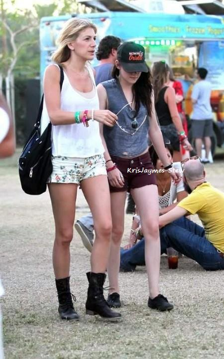 21.04.2012 Kristen au festival de Coachella.