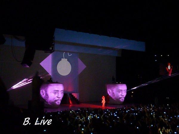Will.I.Am & Leah McFall @ Paris Bercy - France - 16.12.2013