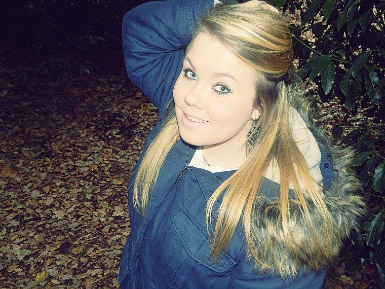 Depuis ton dépars, j'ai perdue le sourire. D'un compte de fée, je passe à la dure réalité.  †.*