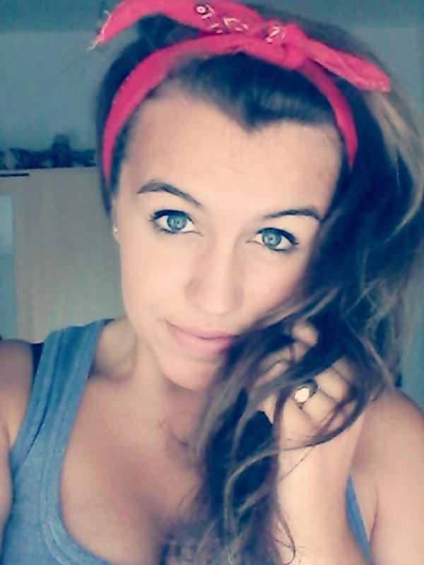yeux bleu:(