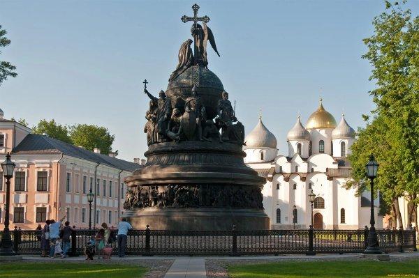Salut a tous de Novgorod le Grand!