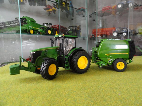 john deere 7260r et presse 990 tracteur miniature. Black Bedroom Furniture Sets. Home Design Ideas