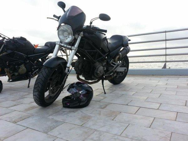 Ma moto et mon casque rose :-)