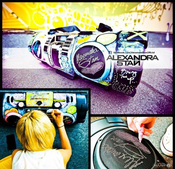 News + L'anniversaire et la surprise d'Alexadra Stan!