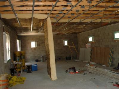 pose de la laine de verre pour l 39 isolation du plafond construction de notre maison. Black Bedroom Furniture Sets. Home Design Ideas