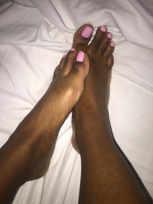 les pieds de pressilia 13 ans