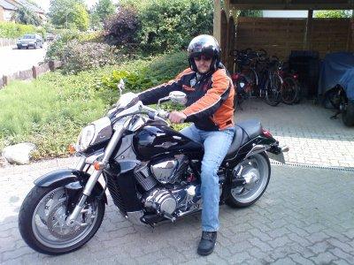 j 'àdore la moto et le Rock'n'Roll ......et lesaccidents font partie de ma vie ...lol.