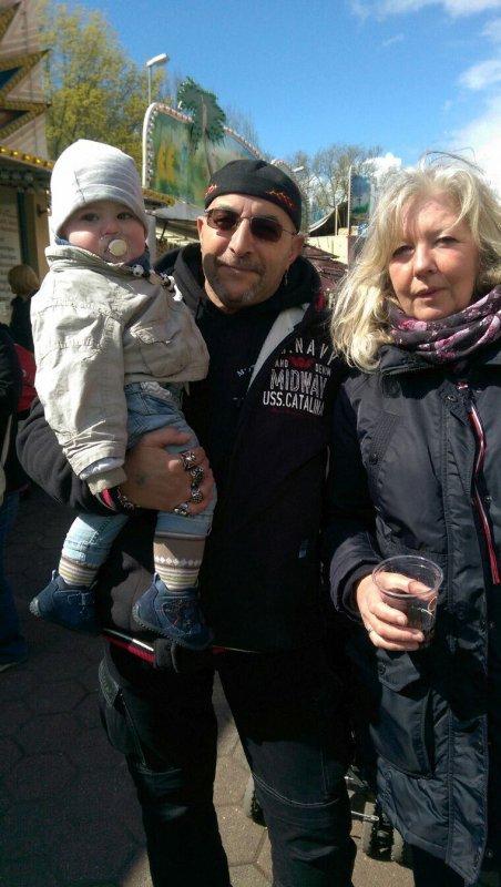 Avec ma femme et mon petit fils