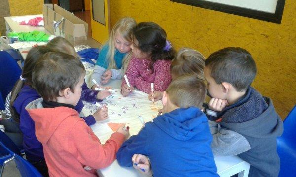 Ateliers :peinture,cerf-volant et travail dans le dossier pour les 1/2