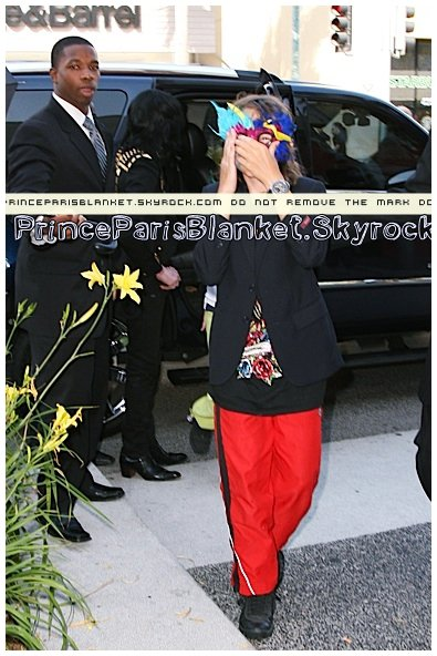 April 27 2009   Children and MJ are shopping on Melrose Avenue