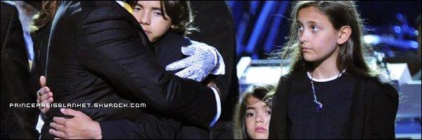 Hijos de Michael Jackson superan perdida viendo el cadaver