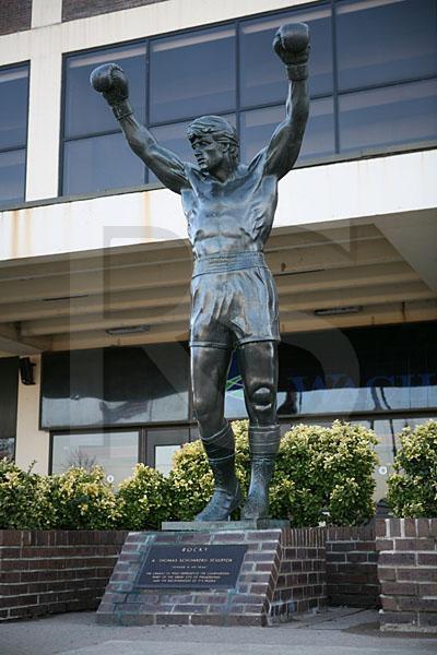 une statue a était publier en son honneur pour la boxe