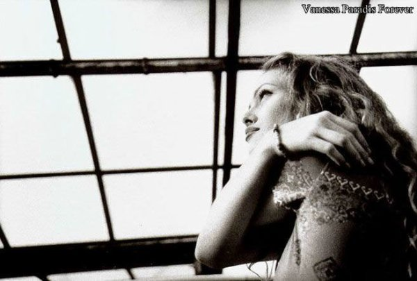 VANESSA PARADIS DIVERS