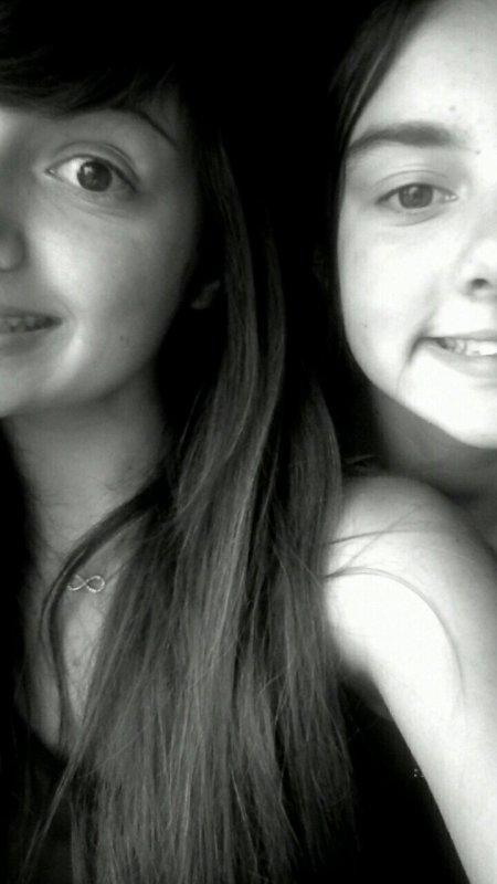 Ma soeur, c'est celle qui voit le malheur dans mes yeux alors que les autres croient à mon faux sourire.