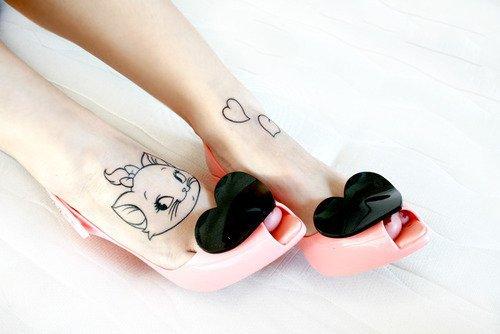 """"""" Tout le monde veut devenir un cat parce qu'un chat quand il est cat, retombe sur ses pattes. """" Les Aristochats"""