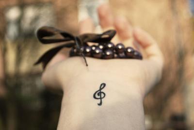 """"""" La vie sans musique est tout simplement une erreur, une fatigue, un exil."""" [Friedrich Nietzsche ]"""