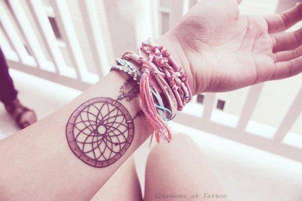 Ici-bas, on ne peut jamais vivre son rêve, la vie est si petite et le rêve si grand. _ Carmen Sylva
