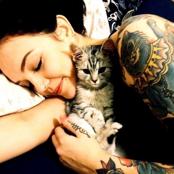 """"""" Il y a deux moyens d'oublier les tracas de la vie : la musique et les chats. """" [ Albert Schweitzer ]"""