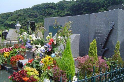 Scandale dans le monde du Visual Kei : la tombe de hide vandalisé !
