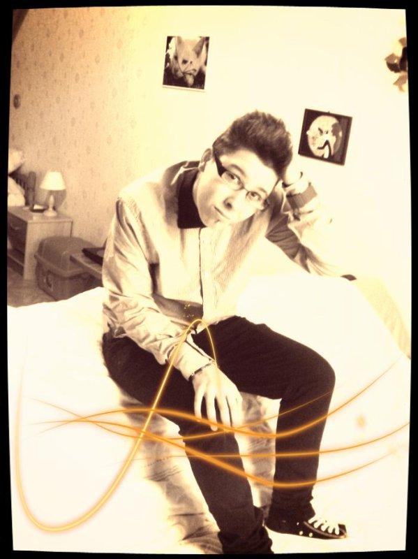 Je suis pendu à votre cou dans les plus beaux de mes rêves mais je ne me réveille jamais près de vous et j'en crève... #