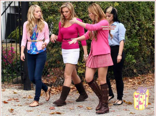 """Barbie Miley sur le tournage de """"So Undercover"""" le 22/12/10."""