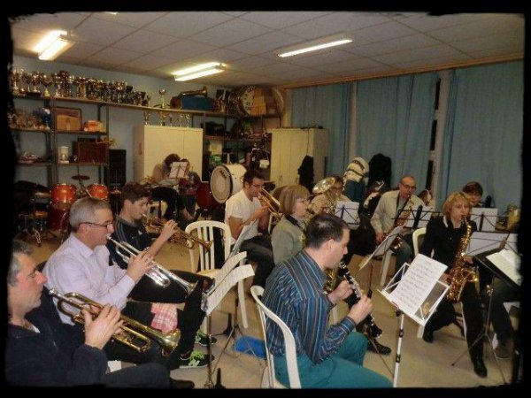 Répétitons des musiciens pour le spectacle musical