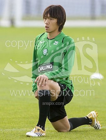 06/07 Celtic #25 Nakamura Training-worn boots (4)