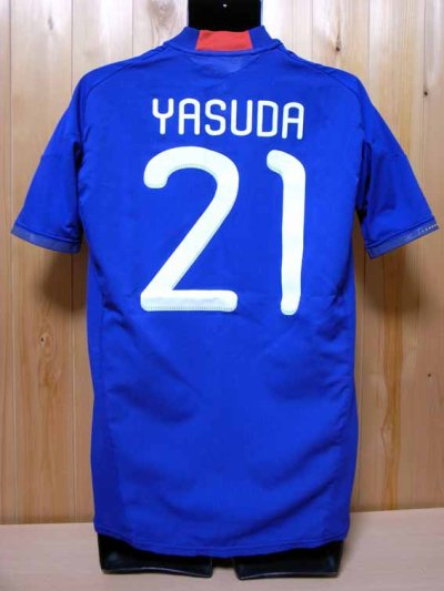 Japan #21 Yasuda Match-worn home shirt (2) KIRIN CHALLENGE CUP 2011