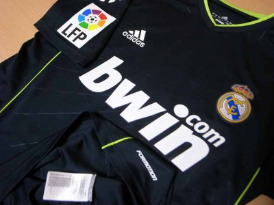 10/11 Real Madrid #23 Mesut Ozil Match-worn away shirt (3) Liga espanola