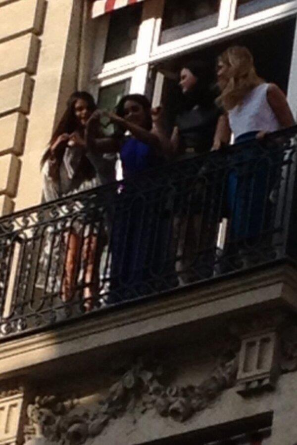Selena, Vanessa, Rachel et Ashley a Paris
