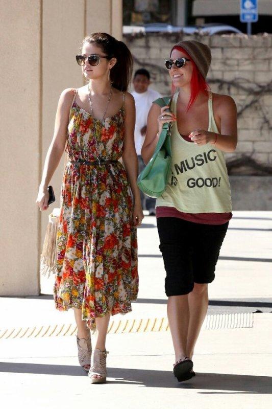 Selena et une amie a Encino