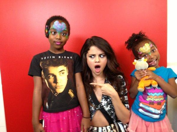 Selena a une radio
