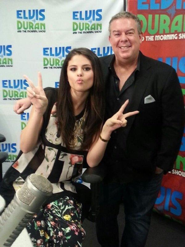 Selena a une autre radio