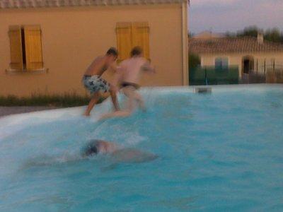 Bordel dans la piscine