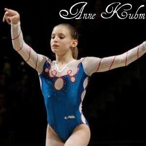 La Gymnastique Artistique Féminine (ou GAF) est la reine des disciplines gymniques. Gracieuses et explosives, ainsi sont les gymnastes qui doivent y rivaliser de force et de souplesse dans des exercices toujours plus audacieux et originaux. Entrez et découvrez cette somptueuse discipline.