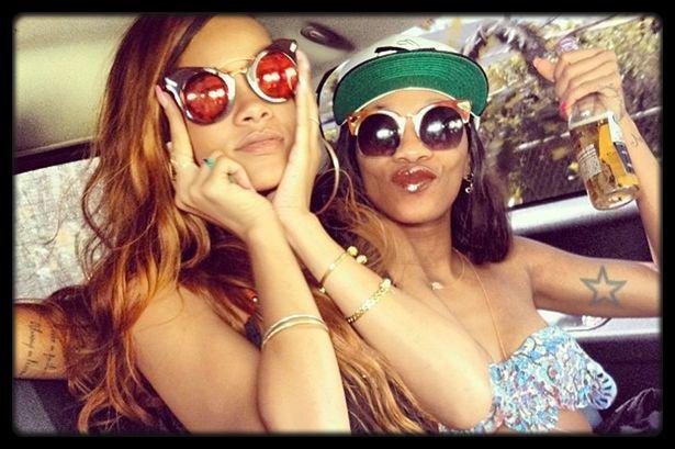 Justin Timberlake : le prochain album reprendra des morceaux de 20/20 / Rihanna : enceinte ? Elle court, elle court, la rumeur... / Victoria Beckham a fêté son 39e anniversaire en famille / Blanket est le seul enfant biologique de Michael Jackson / Selena Gomez provoque la colère de la communauté hindoue / Rihanna annule encore des concerts et s'excuse / Rita Ora Sur La Couverture Du Magazine Elle (Photo) / CEE-LO GREEN – Only You (Live @ Ellen)