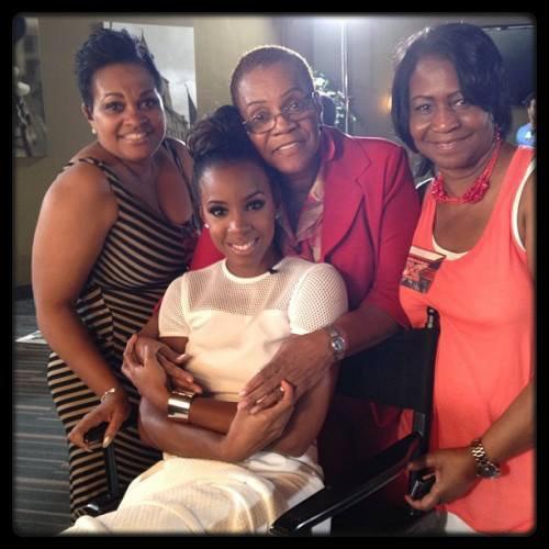 Good Mother Son Dance Songs: Kelly Rowland Lors Du Tournage X-Factor Avec Sa Mère Et
