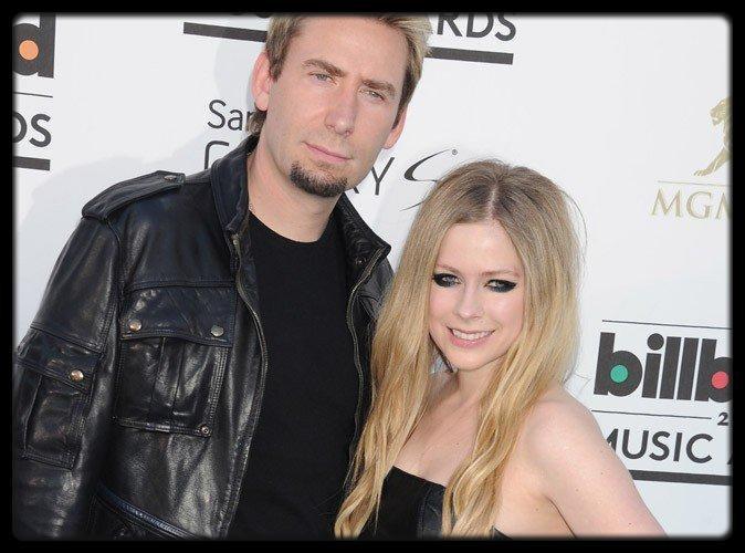 Carla Bruni : son voyage américain offert par Air France crée la polémique ! / Avril Lavigne : elle s'est mariée en noir !