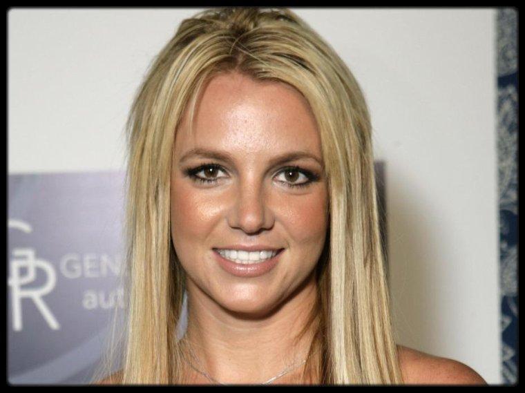 """Alicia Keys à Rio (Photo) / One Direction : Midnight Memories est n°1 des ventes / Britney Spears : Work Bitch, single le 17 septembre / MILEY CYRUS – Bangerz (Album Cover + Tracklist) / GUCCI MANE – Diary Of A Trap God (Mixtape) / TAL: """"ANTHONY EST À LA FOIS MON ALTER EGO ET MON ÂME S¼UR"""" /  LES PHOTOS DE VACANCES DE BEYONCÉ ET JAY-Z EN ITALIE"""
